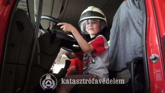 Ritkán látott tűzoltós érdekességek Gyereknapon Bács-Kiskunban