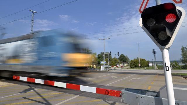 Újraindult a vonatközlekedés a felsővezeték szakadás után