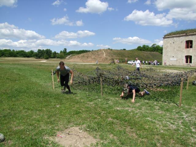 A Monostori erődben rendészeti középiskolások versenyeztek