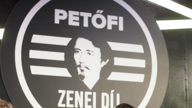 Szélesíti zenei spektrumát, de továbbra is a magyar együttesek rádiója marad a Petőfi