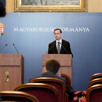 Varga: az adócsökkentések hatására 260 milliárd forint marad a családoknál
