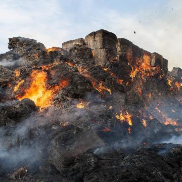Óriási tűz pusztított Várbalog közelében