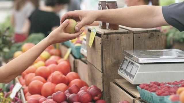 Sorban nyílnak a termelői piacok az országban