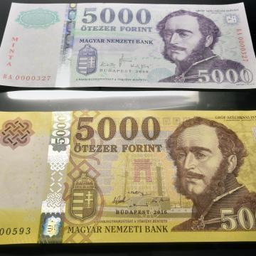 Még egy hónapig lehet fizetni a régi 2000 és 5000 forintos bankjegyekkel