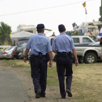 Rendőri segítség - Napokig fekhetett a földön a házában