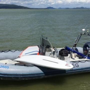 Szörfön sodródó kaposvárifiút mentettek ki a Balatonberénynél