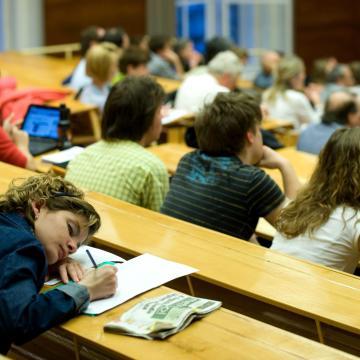 Július 12-ig pótolhatják a még hiányzó dokumentumokat a felsőoktatásba jelentkezők