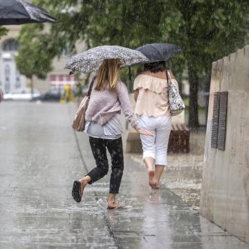 A hétvégére ígért esőzések ellenére sem enyhül a meleg