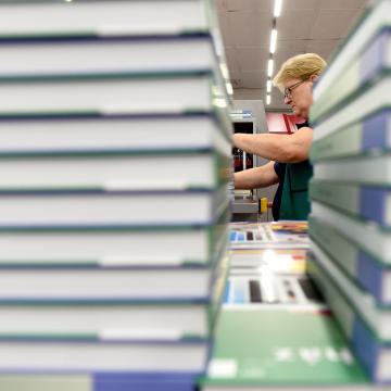 Augusztus 1-én elkezdik a 13 millió tankönyv kiszállítását