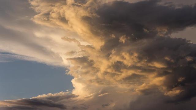 Enyhülést hoz viharokkal a héten egy hidegfront