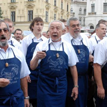Eurokórus - Több ország dalra fakad, a magyarok a Karádi nótákra