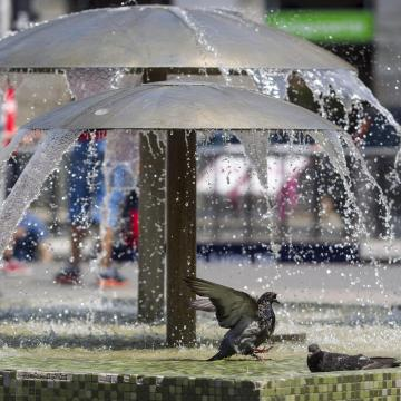 Hétfőn még a hidegrekord dőlt meg, most meg a hőség miatt figyelmeztetnek