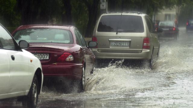 Országszerte másodfokúra emelték a várható viharok miatt a figyelmeztetést