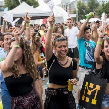 Ponthatárt hirdetnek - Közel 106 ezren jelentkeztek egyetemre, főiskolára