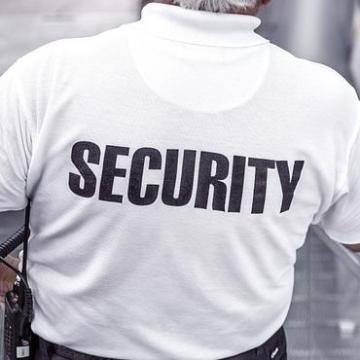 Bűnszervezetben elkövetett költségvetési csalással vádolják a vagyonvédőket