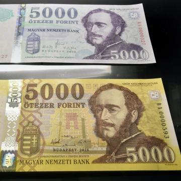 Több millió kivonandó címlet van forgalomban - Ma lehet utoljára fizetni a régi 2000 és 5000 forintosokkal