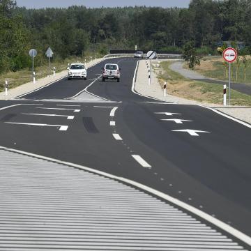 Átadták a 471-es főút Hajdúsámson-Nyíradony közötti szakaszát