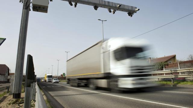 Felfüggesztették hétvégére a kamionstopot