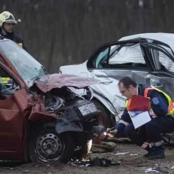 Hárman megsérültek balesetben Debrecen és Ebes között a 4-es úton