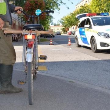 Két biciklis