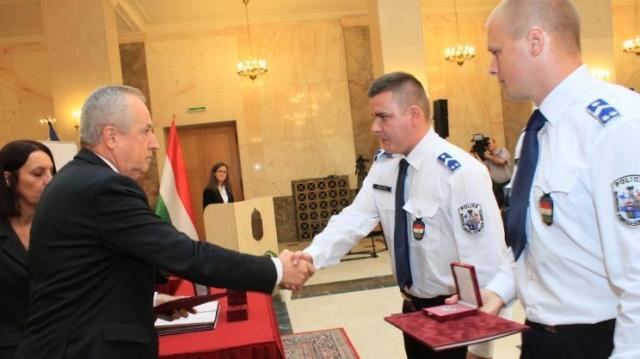 A nemzeti ünnep alkalmából díjazták a rendőrök helytállását