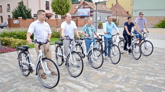 Körbe e-bike-ozható Vas megye - Már Sárváron is kölcsönözhetők e-biciklik