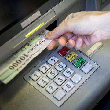 PIN-kóddal együtt talált egy bankkártyát - többször vett fel vele pénzt