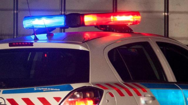 Fának csapódott egy autó – többen is megsérültek