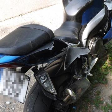 Felborult motoros és hármas karambol: hárman sérültek meg a megyei utakon