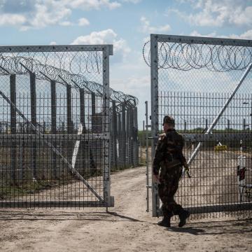 Jövő márciusig meghosszabbították a tömeges bevándorlás okozta válsághelyzetet