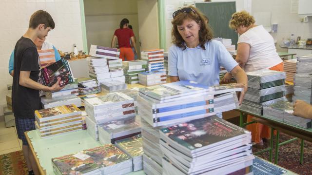 Palkovics: a 12,7 millió tankönyv legnagyobb része már az iskolákban van