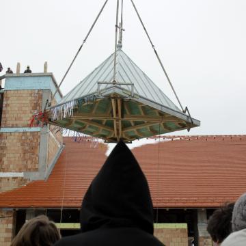 Templomot épít Tarhoson a Szeged-csanádi Egyházmegye