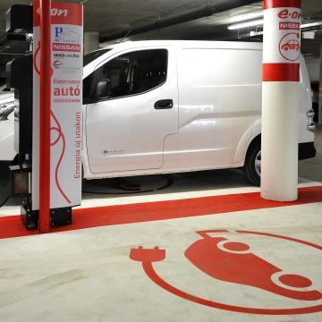 Új támogatások e-autókra - Gyorstöltők 80 kilométerenként
