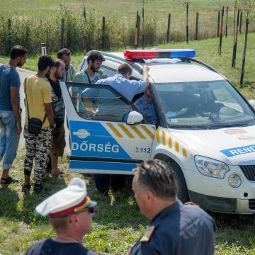 5700 eurót kerestek az embercsempész banda tagjai