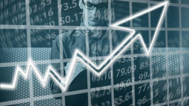 A második fél évben élénkülhet a gazdasági növekedés
