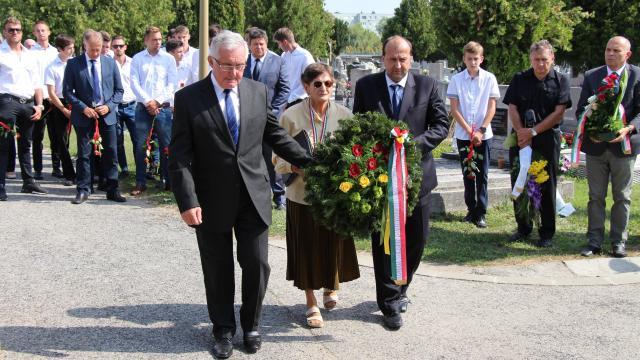 Húsz éve nincs köztünk - Komárom őrzi Czibor Zoltán emlékét
