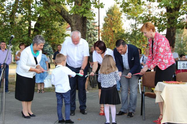 Játszóteret kapott az új tanévre a Petőfi iskola