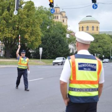Az egri autósokon gyakoroltak a rendőrök