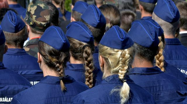 Cáfolja a rendőrfőkapitány, hogy sorok kívül vezényeltek át diákokat a határhoz