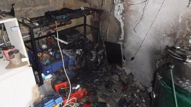 Garázstűz, veszélyes faág, liftbe szorulás – siettek a tűzoltók