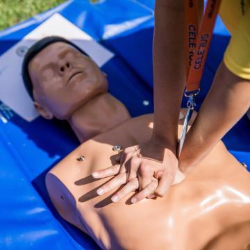 Országos kampányt indít a mentőszolgálat a laikus újraélesztés elsajátítására