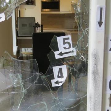 Öt gyanúsított, megye szerte tizenegy betörést követett el