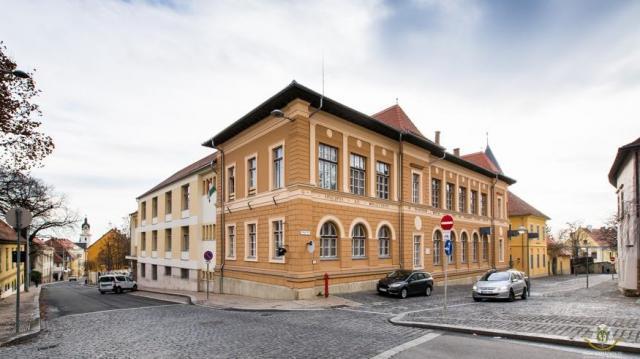 Tornacsarnokot kapott a Szent Mór Katolikus Iskolaközpont