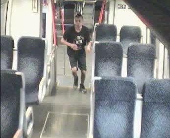 Vonatozás után megtámadták az egyik utast – Keresik őket!