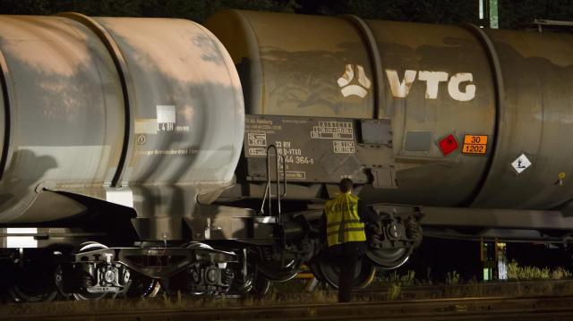 Felborult több gázolajat szállító vasúti tartálykocsi Vépen - Zajlik a mentesítés
