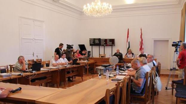 Döntöttek: évente 80 millióval támogatja a szülészeti osztály megmaradását Esztergom