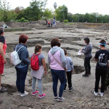 Írópálca és kerámiaedény is előkerült – újabb páratlan kincsek az ásatáson