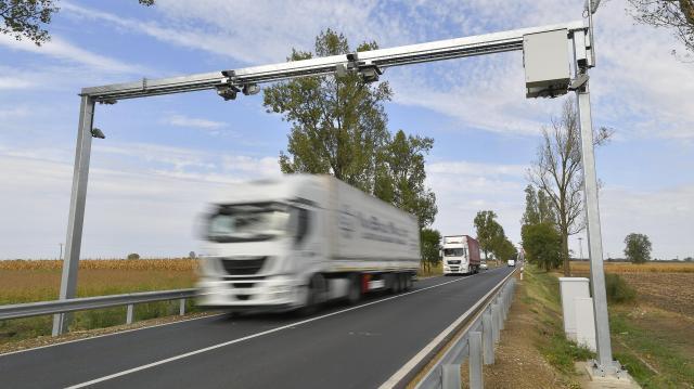 NFM: hatékonyabban szűrhetők ki a túlsúllyal közlekedő teherautók
