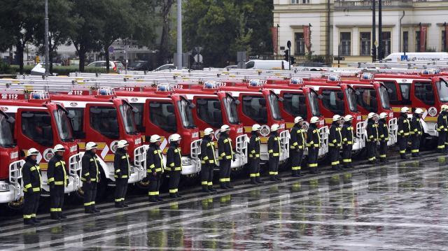 Új tűzoltóautó áll a lánglovagok szolgálatába