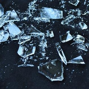 Üvegdarabbal szennyezett lehet a Rossmannban árult nugát szelet